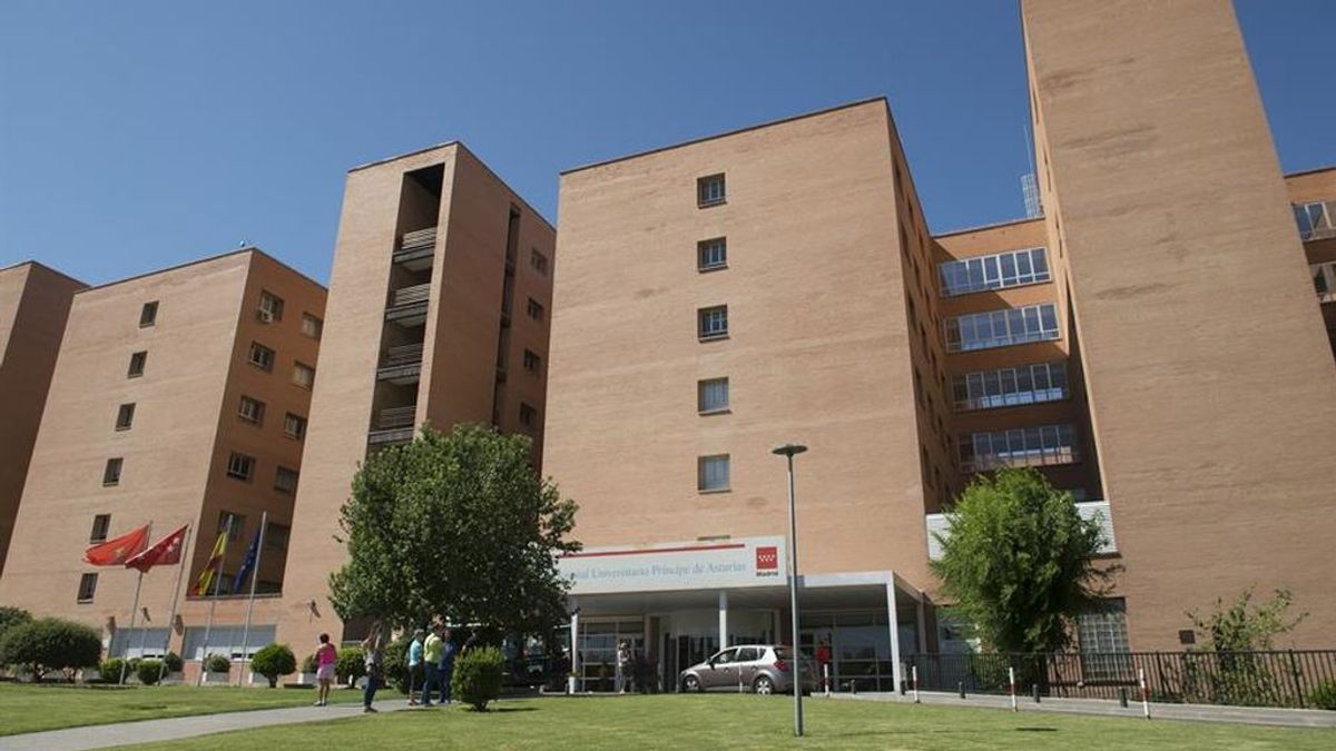 Aguado y la oposición piden el cese de la gerente del hospital que ordenaba quitarle los móviles a los pacientes