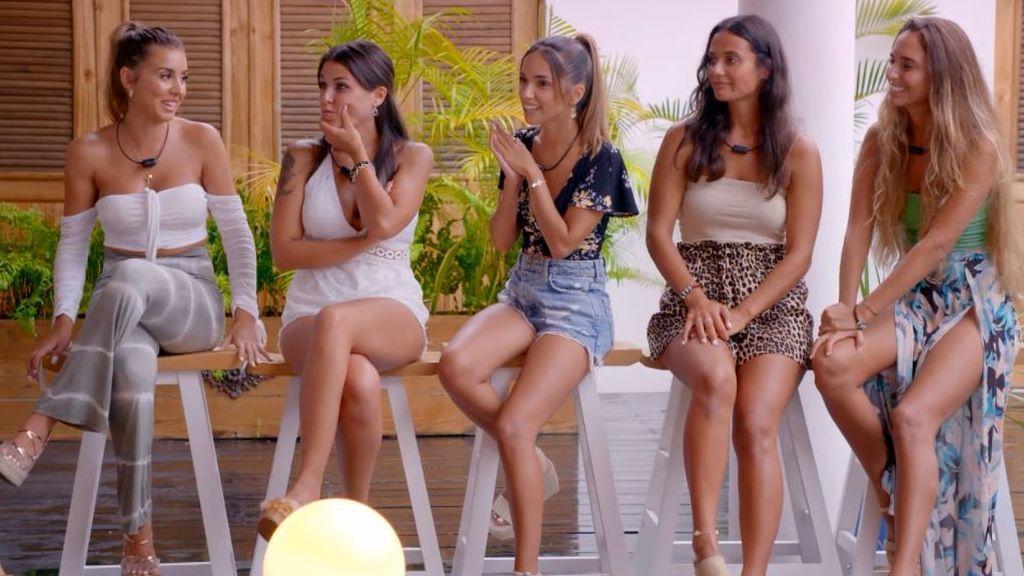 La reacción de las chicas a la entrada de Rubén