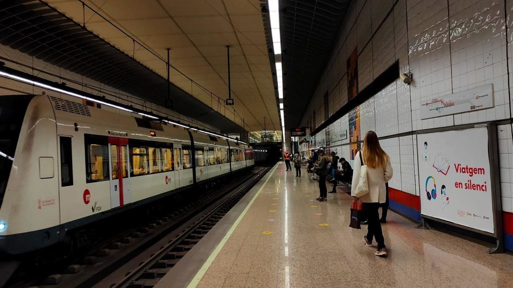 La Generalitat Valenciana pide a los usuarios del transporte público no hablar durante los trayectos para evitar contagios