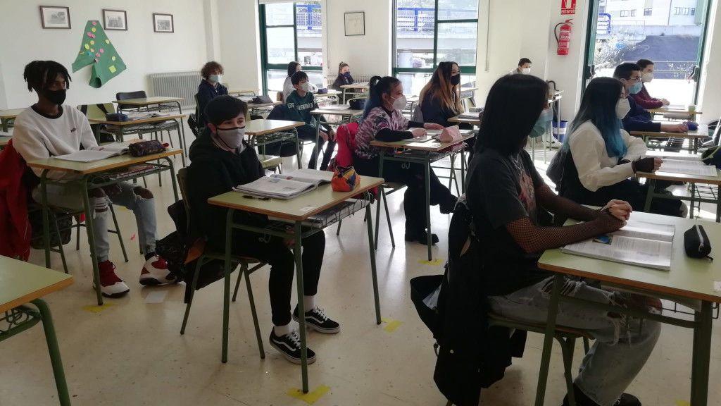 Alumnos del IES Chapela durante una clase.