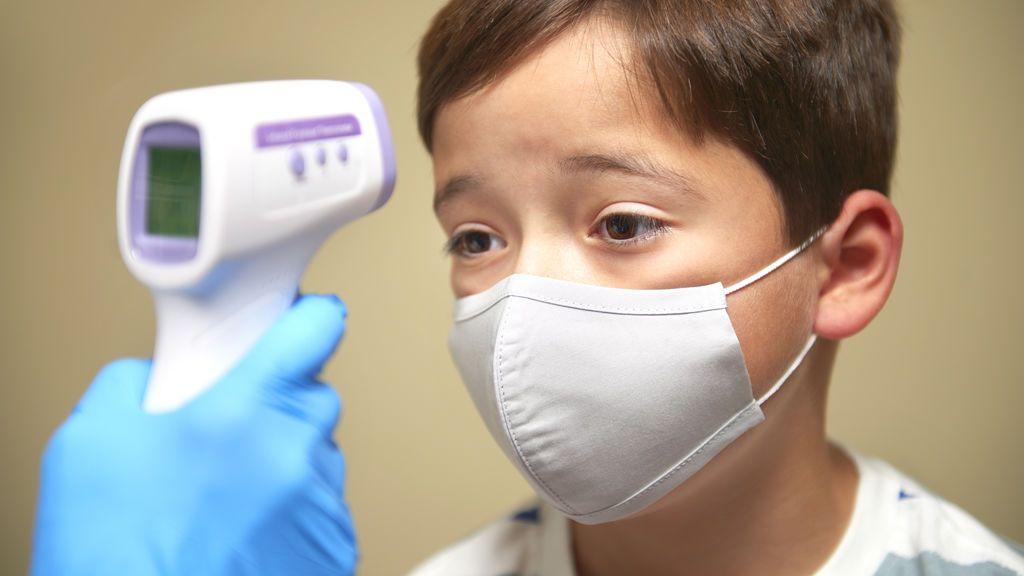 Alerta en Reino Unidos por un síndrome postcovid que afecta a uno de cada 5.000 niños y puede ser mortal
