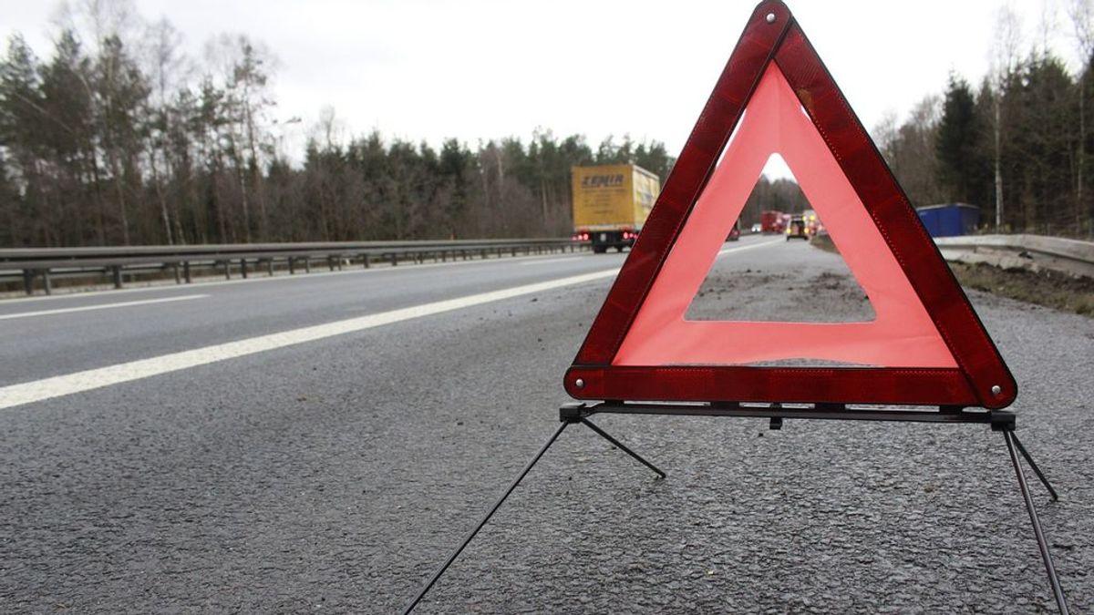 El triángulo rojo de emergencia se jubila: a partir de marzo se podrá usar la baliza que lo sustituye