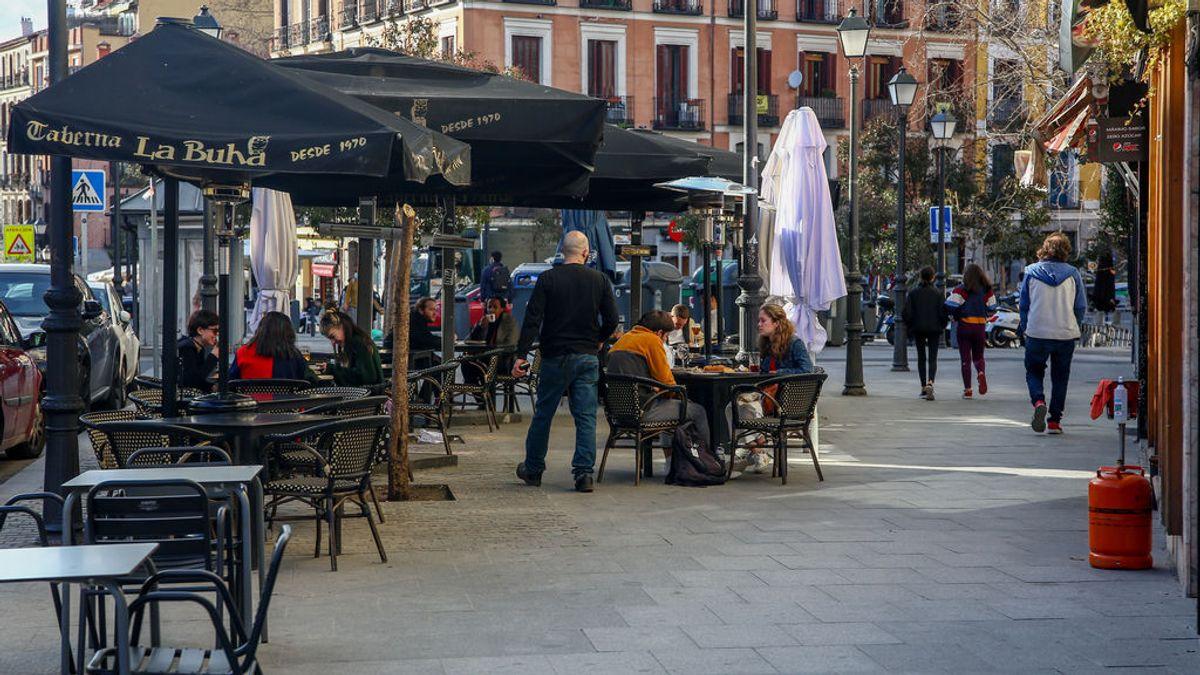 Las diferentes razones de Madrid y Cataluña para relajar las restricciones
