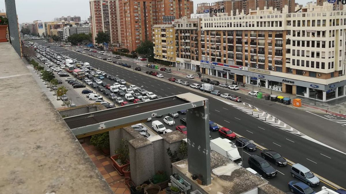 Atascos en los accesos y salidas de Valencia en el segundo fin de semana de confinamiento perimetral
