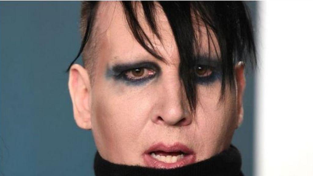 """Phoebe Bridgers asegura que Marilyn Manson tenía una """"habitación para violaciones"""""""