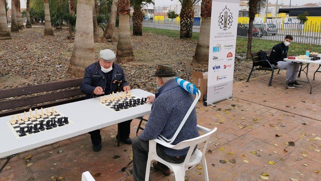 Partida de ajedrez en Huétor Tájar