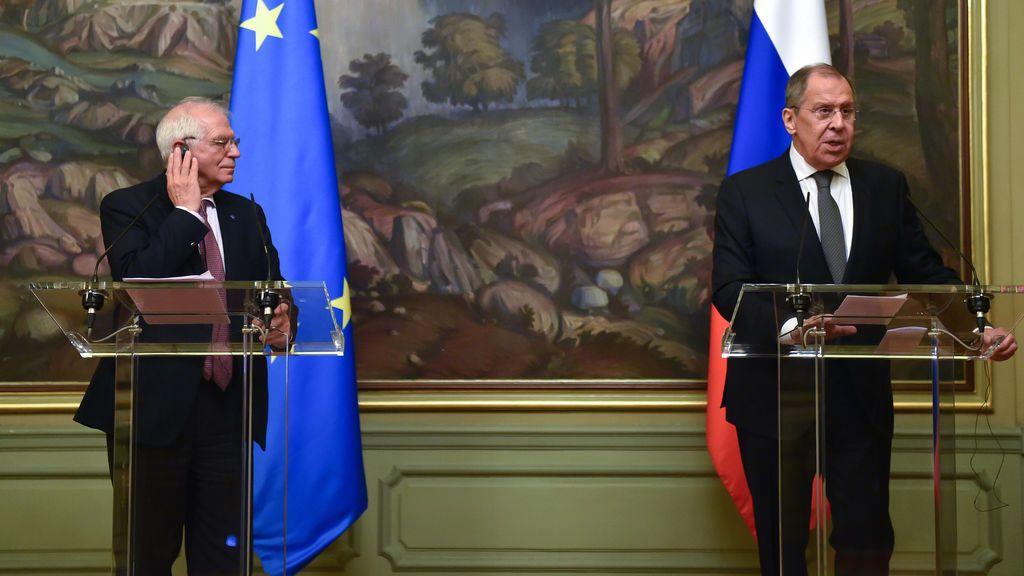 Borrell condena la expulsión de diplomáticos y abre la puerta a una respuesta de la UE a la pena a Navalni