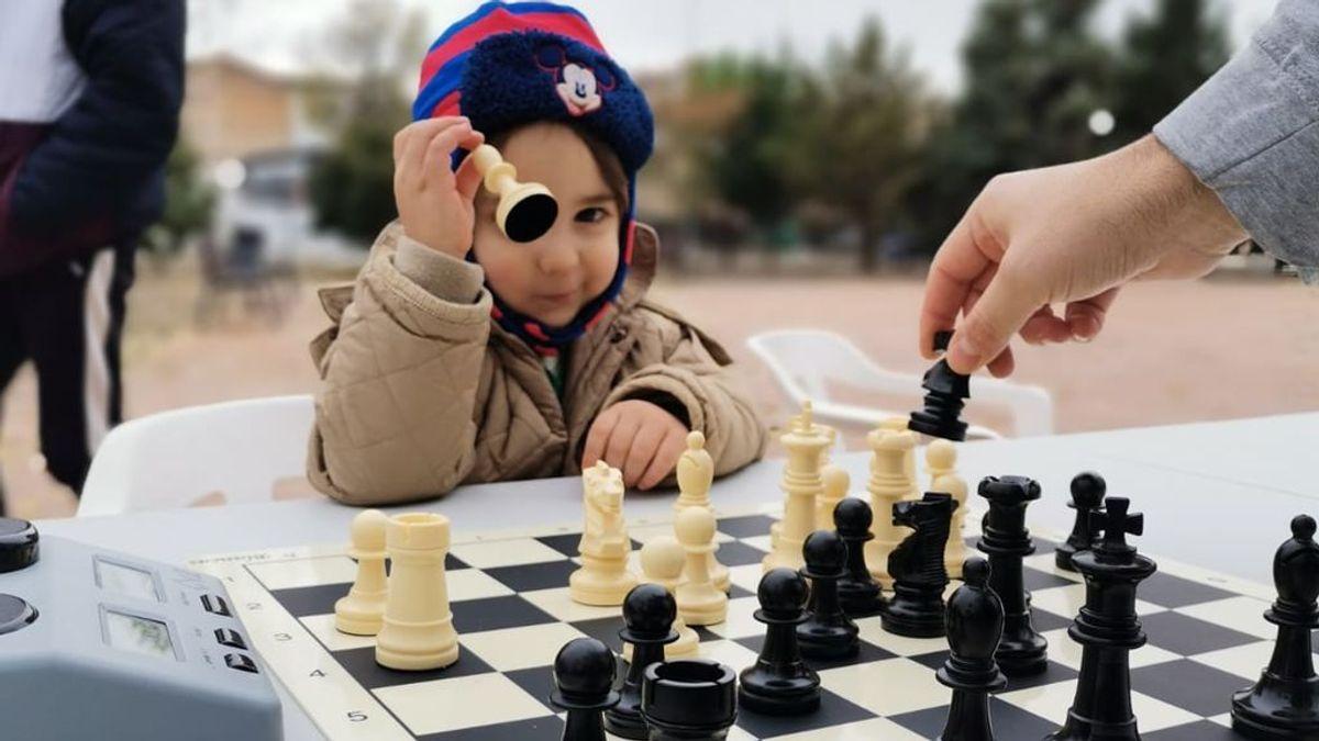 'UrbanChess', la modalidad de ajedrez que combate el coronavirus en un pueblo de Granada