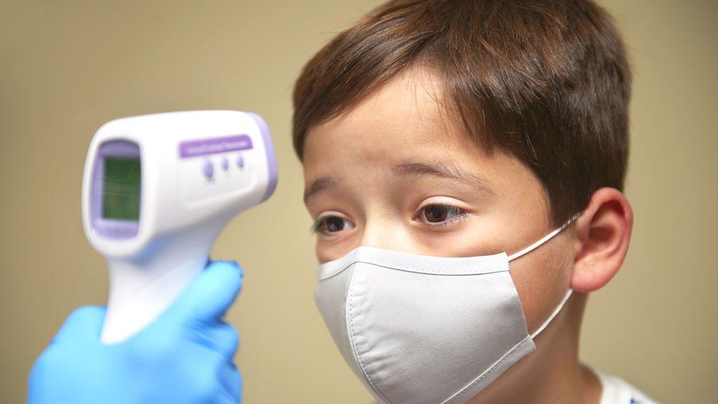 Un síndrome postcovid que afecta a los niños preocupa en Reino Unido: hay casi 100 hospitalizados cada semana