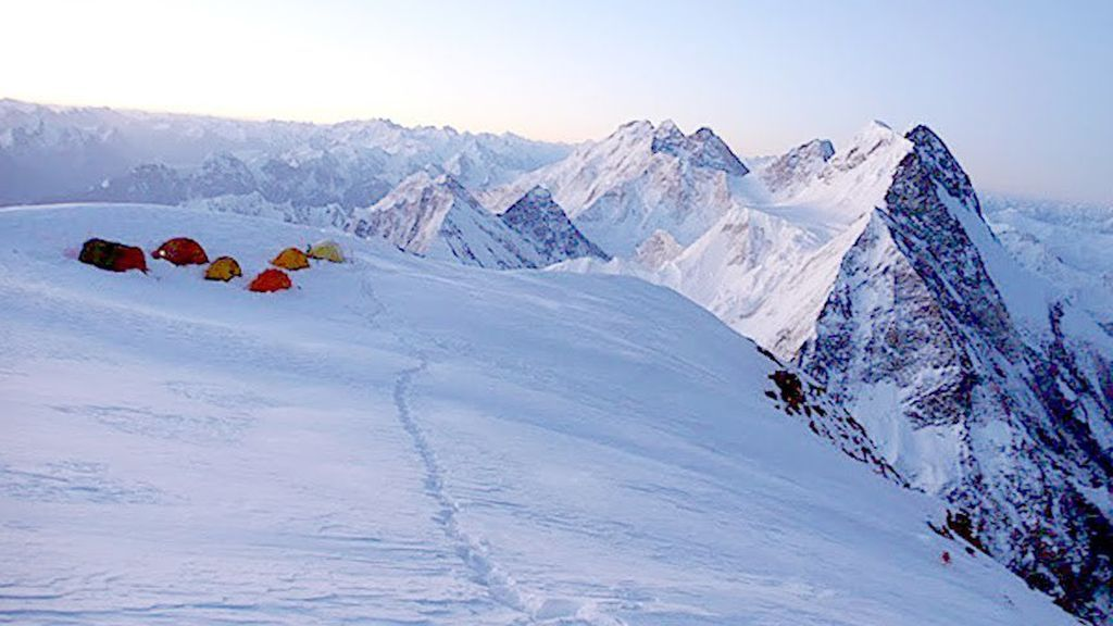 Desesperación en la búsqueda de tres alpinistas desaparecidos en el K2