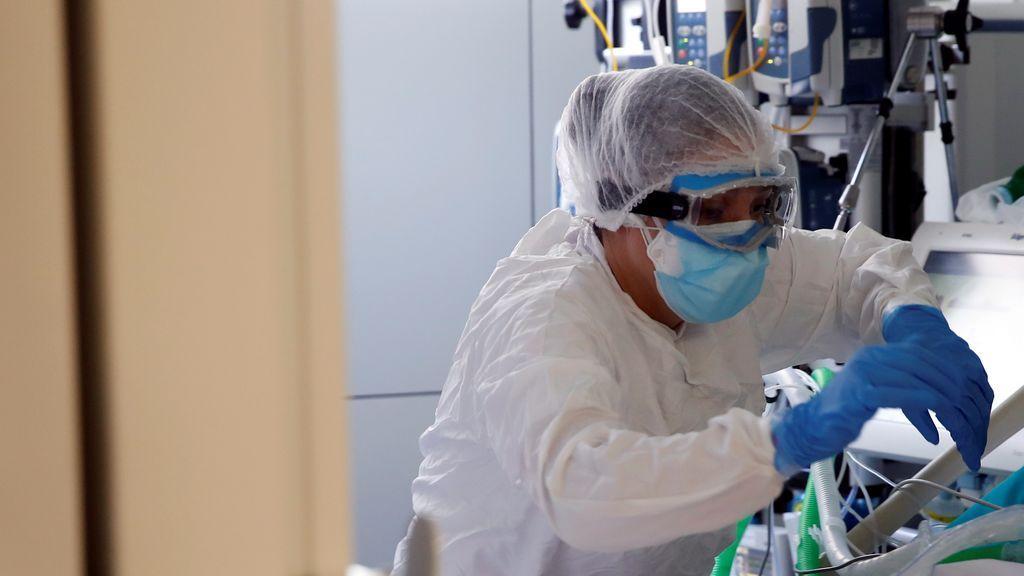 """Un modelo matemático que tiene en cuenta las mutaciones de la covid prevé """"cifras pésimas"""" de la pandemia"""