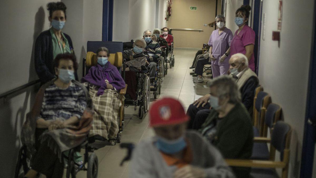 Descienden los contagios en España mientras avanza la inmunización con la nueva vacuna