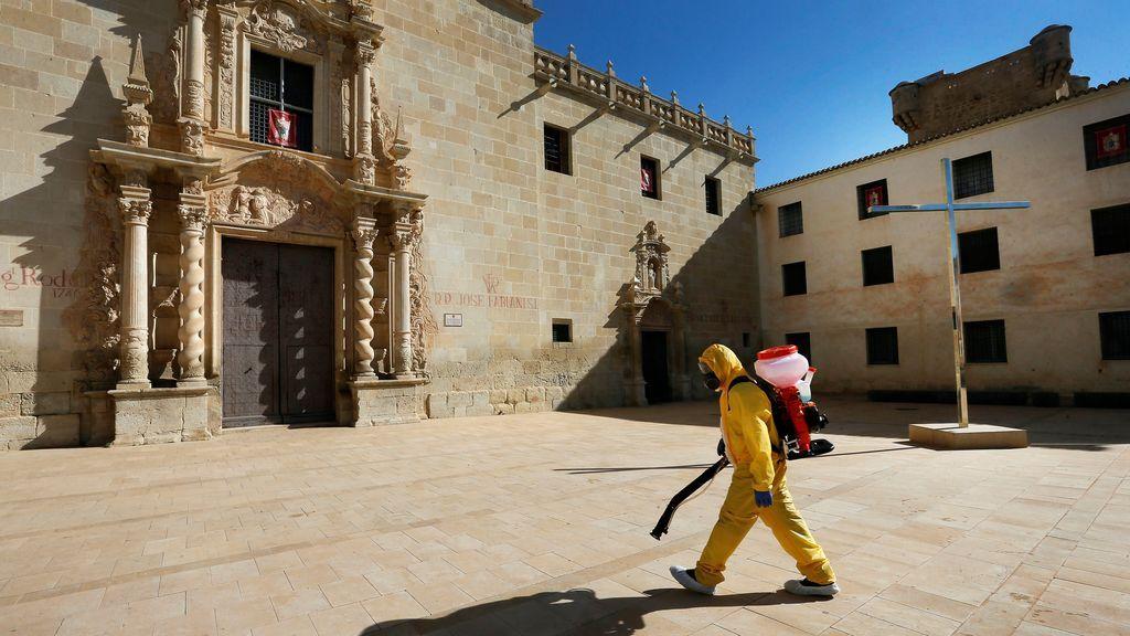 Nueve monjas de clausura dan positivo en covid19 tras recibir la misa de un cura negacionista en Alicante
