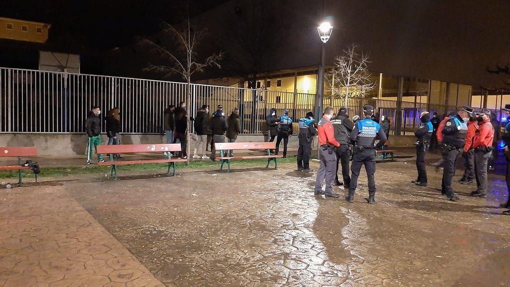 Disturbios y cargas al intervenir la policía en un botellón con alrededor de 60 personas en Pamplona