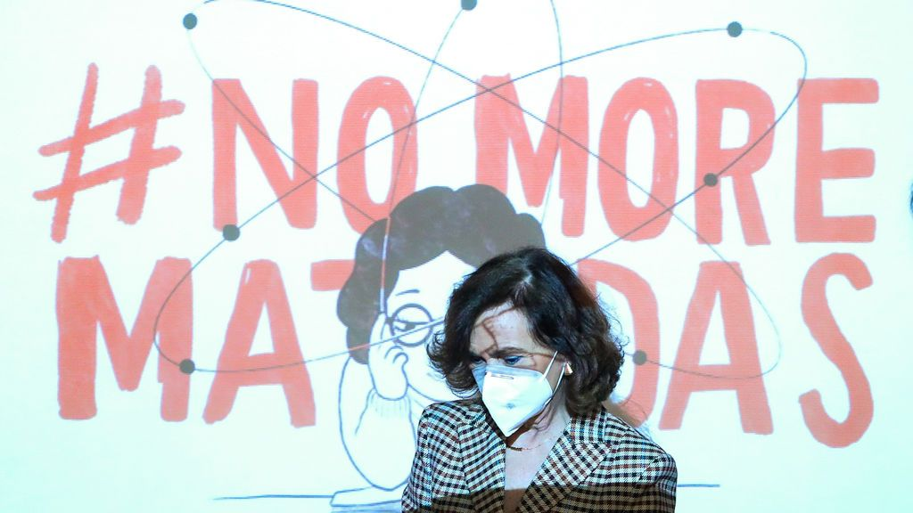 Calvo reivindica el papel femenino en la ciencia: ¿qué habría pasado si Einstein hubiera sido mujer?
