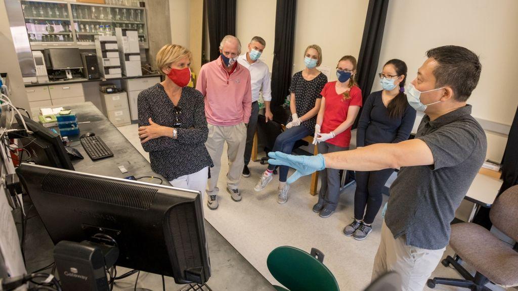 El profesor de bioingeniería médica Jeong-Yeol Yoon y su equipo