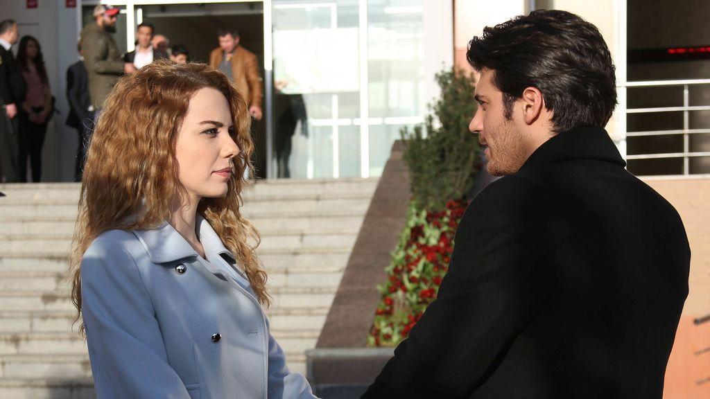 Tarik e Itir, a punto de darse el sí quiero  en el estreno de 'Matrimonio por sorpresa'