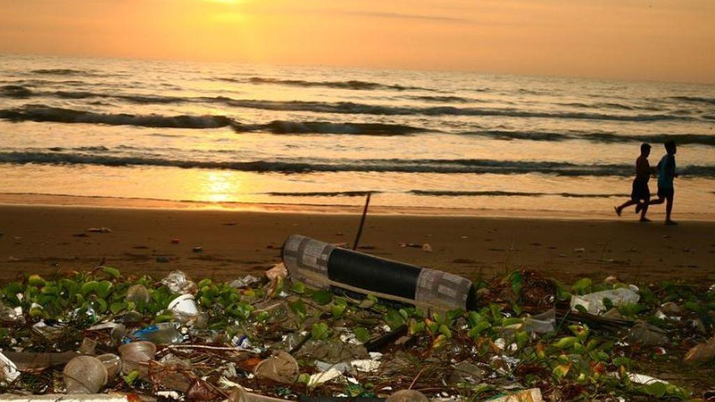 El turismo genera el 80% de la basura en las playas del Mediterráneo