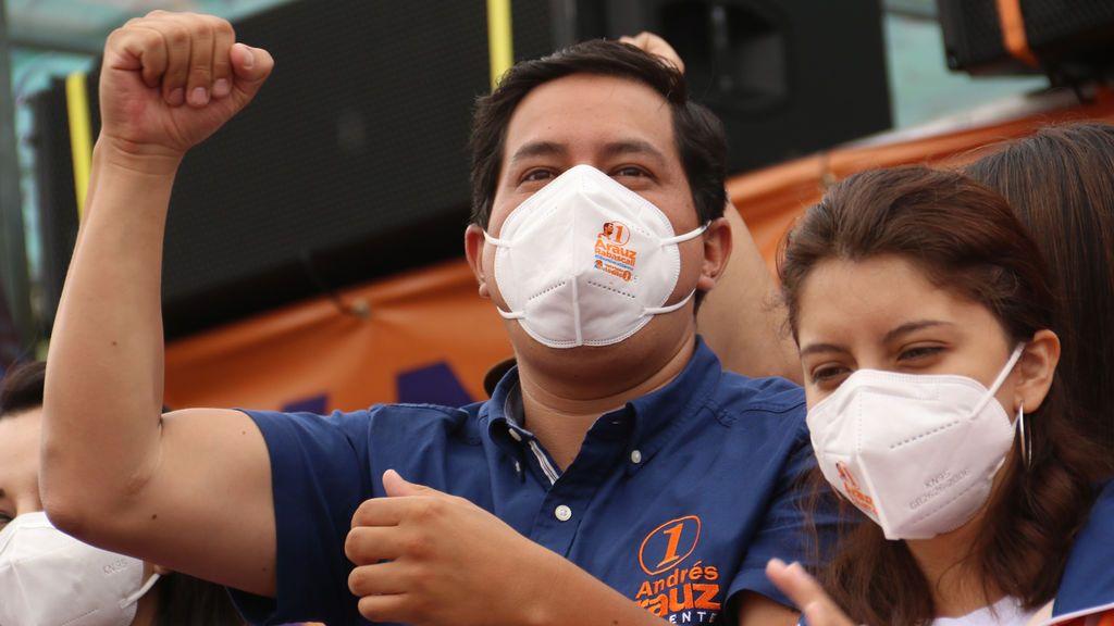 El correísta Arauz se impone en las elecciones de Ecuador pero tendrá que disputar la segunda vuelta