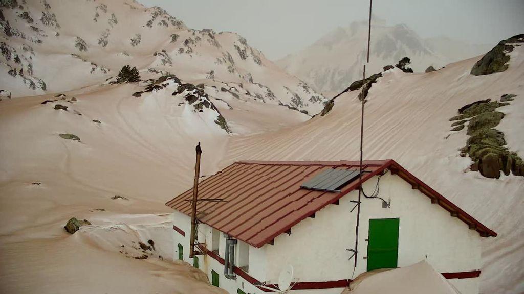 La nieve de Pirineos y los Alpes se tiñe de marrón por la irrupción de polvo sahariano