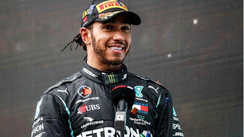 El campeón de Fórmula 1, Lewis Hamilton, renueva con Mercedes por un año más tras duras negociaciones