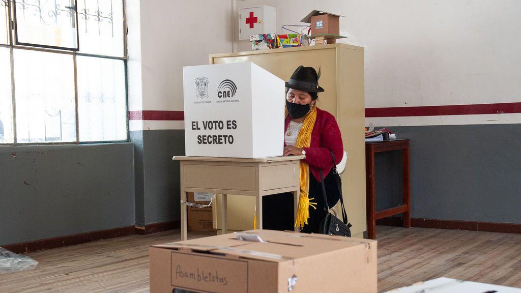 El recuento rápido del CNE anticipa segunda vuelta electoral en Ecuador y confirma la victoria de Arauz