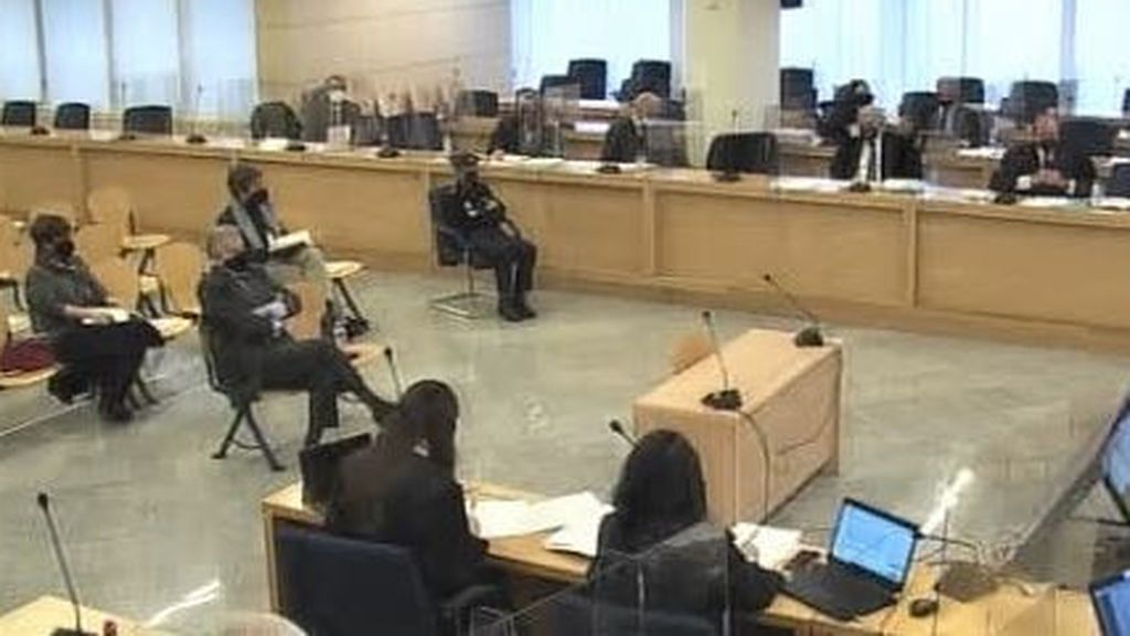 El abogado de Bárcenas pide un careo con Rajoy y  que declaren cuatro periodistas para hablar de grabaciones