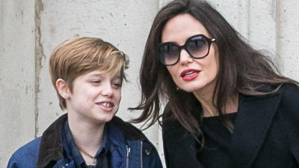 Shiloh con su madre, Angelina Jolie, en una imagen de 2018