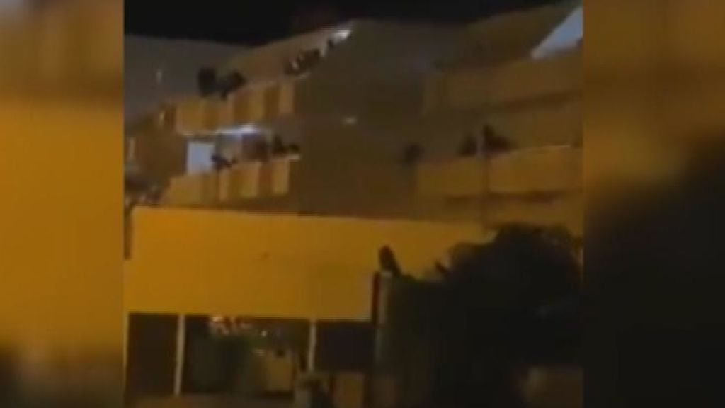Cuatro migrantes detenidos tras un motín en unos apartamentos de Gran Canaria