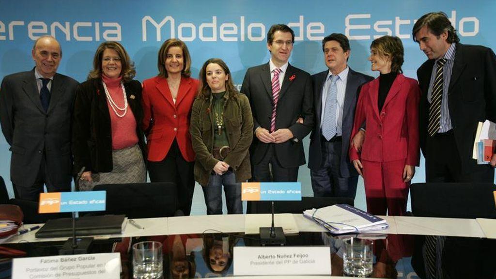 Enrique López participa en 2006 en la Conferencia Política del PP, junto a Trillo, Sáenz de Santamaría, Feijóo y Báñez