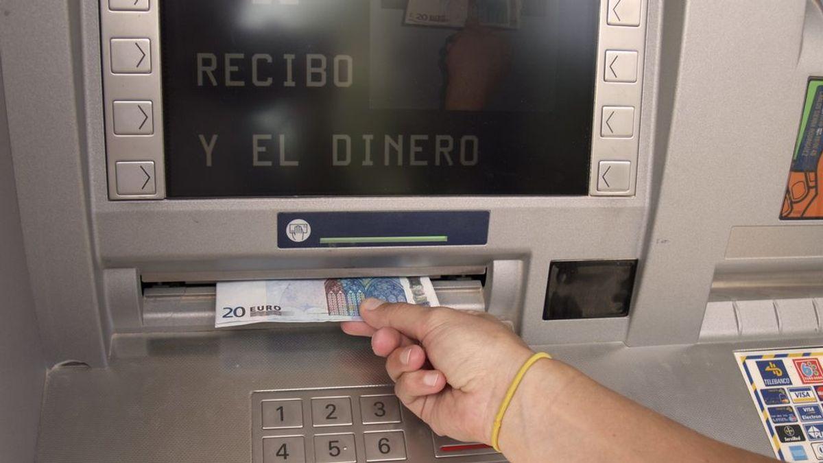 La agonía del cajero automático: ¿nos quedaremos sin ellos por el auge del pago con móvil?