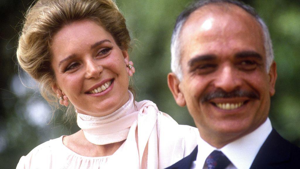 Reina Noor y rey Hussein de Jordania