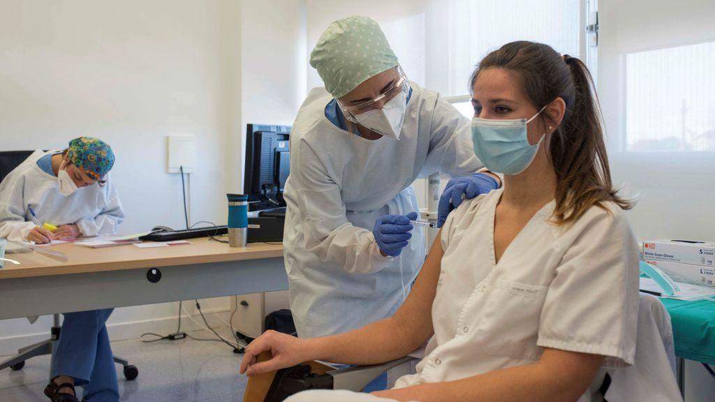 Otro paso más en el plan de vacunación: quiénes, cuándo y con qué vacuna
