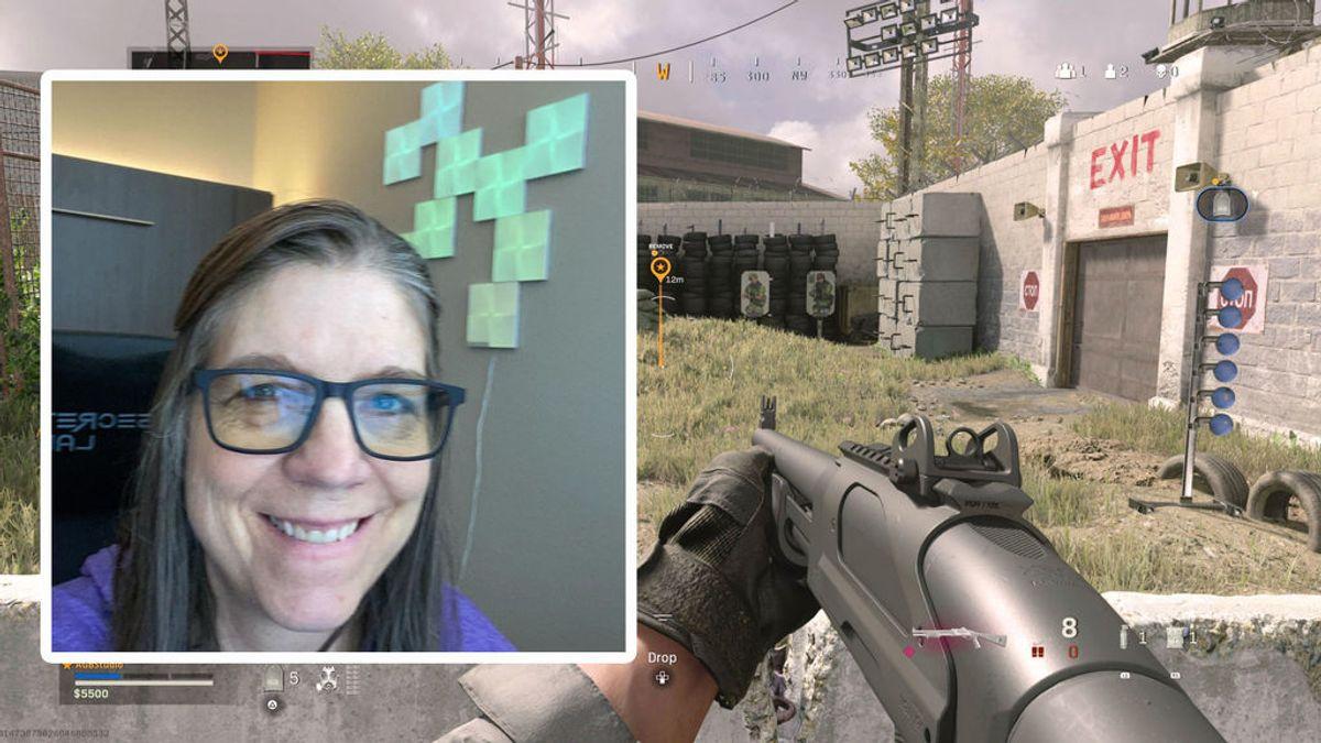 """La """"abuela"""" gamer que arrasa en TikTok jugando al Call of Duty"""