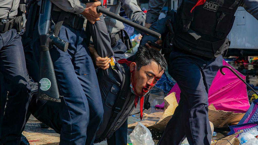 """HRW denuncia """"uso de fuerza letal en Birmania"""", que ya suma más de 100 detenidos en Mandalay"""