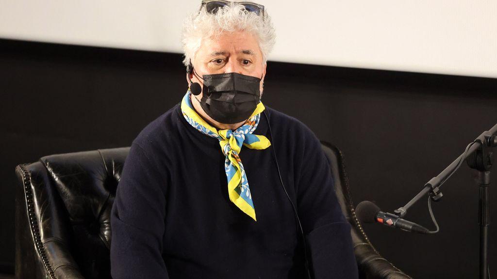 Pedro Almodóvar enfila el camino hacia su tercer Oscar, su cortometraje 'La voz humana' supera el primer corte