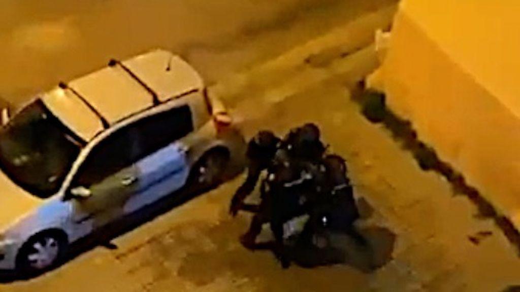 La policía efectua una detención