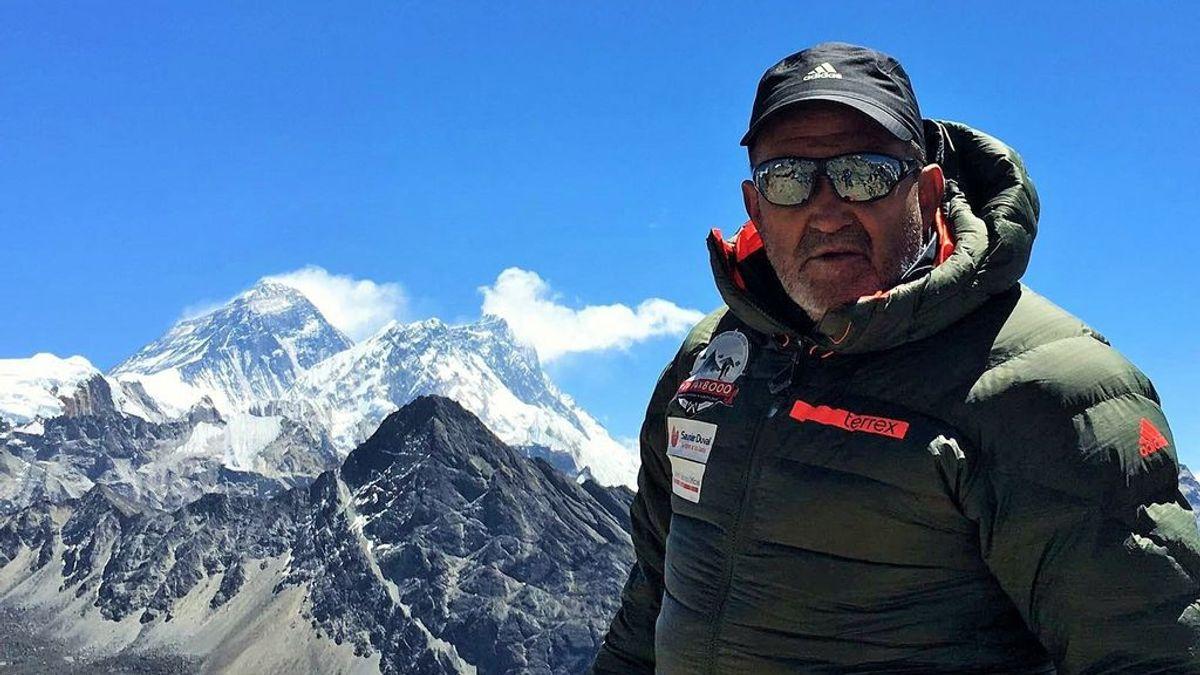 Juanito Oiarzabal, el mejor alpinista español,  está ingresado con una neumonía severa por coronavirus
