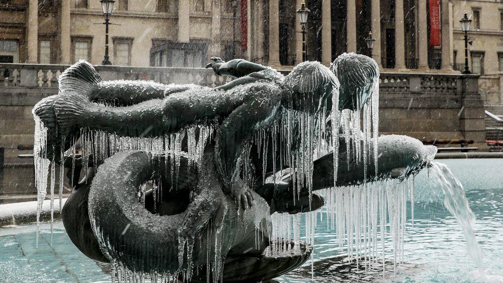 Londres se congela, literalmente: así están las fuentes de la ciudad por la Bestia del Este