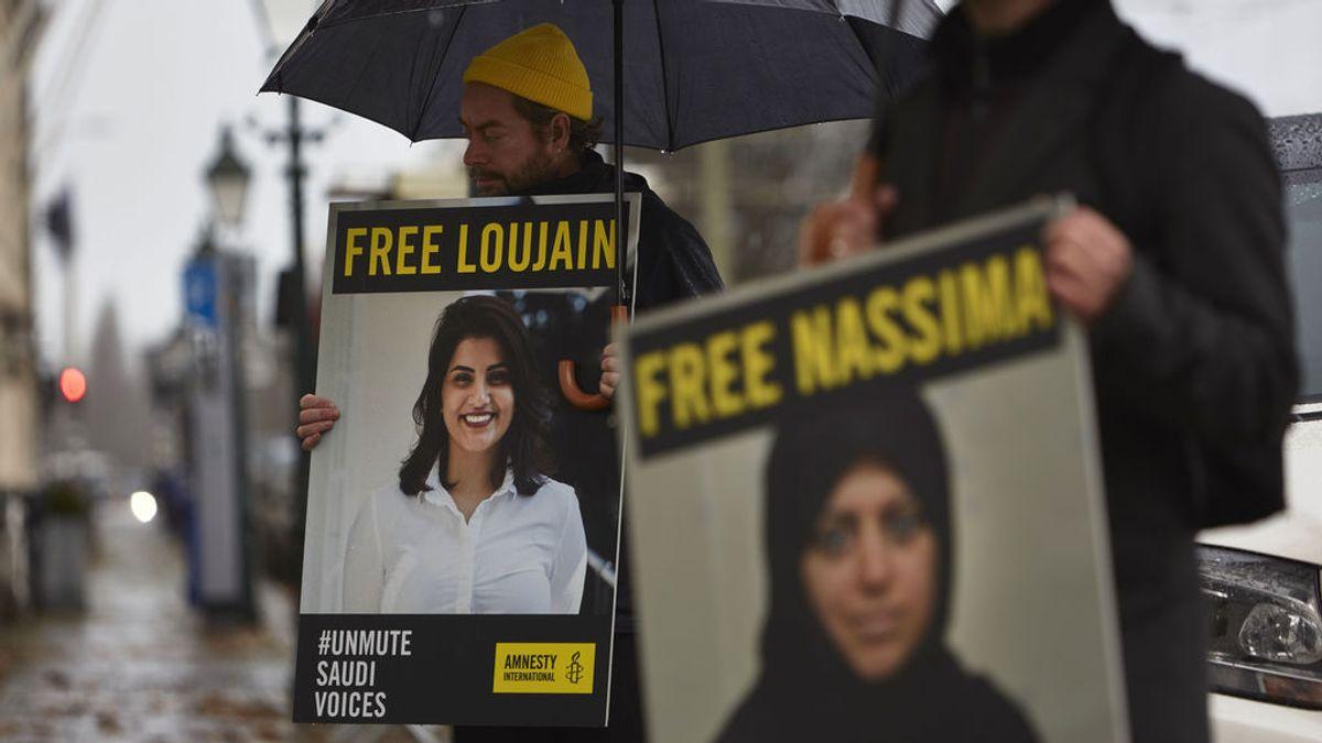 Arabia Saudí libera a la activista derechos mujeres Loujain al Hathloul, encarcelada desde hace tres años