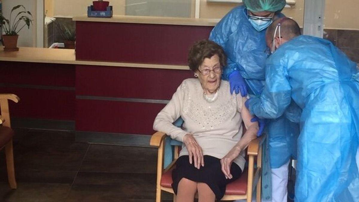 Cataluña empezará la semana que viene a vacunar a los mayores de 80 años en sus domicilios