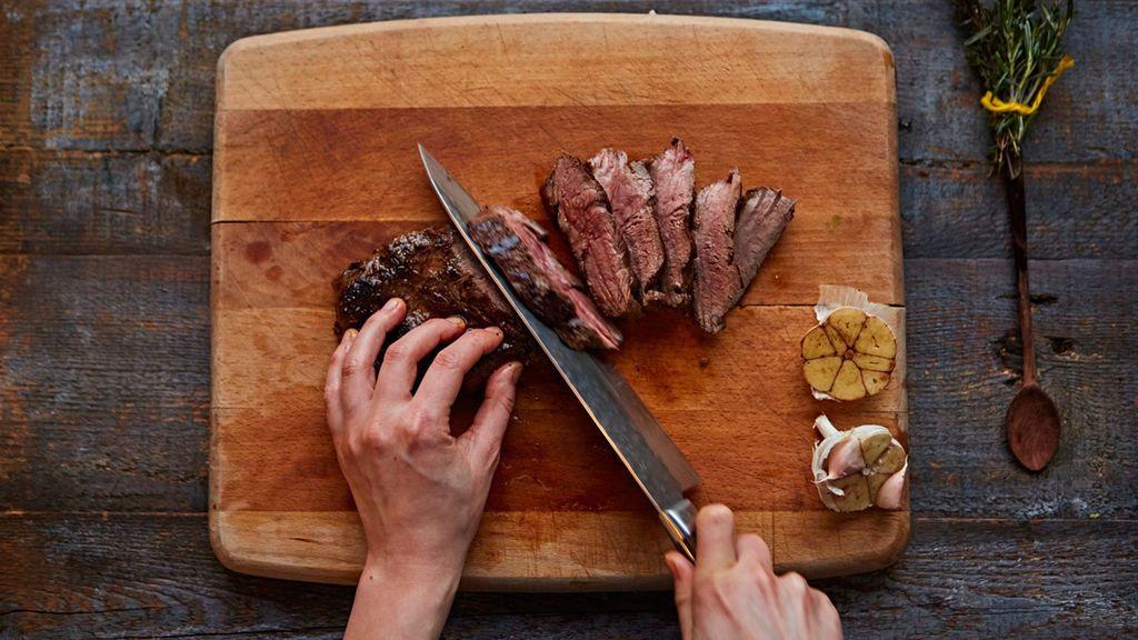 Lo estás haciendo mal con la carne: cómo evitar que suelte agua al cocinarla