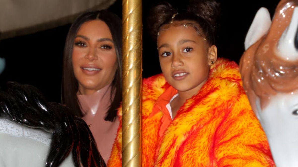 North, la hija artista de Kim Kardashian: con un año pintaba bolsos de Hermès con las manos