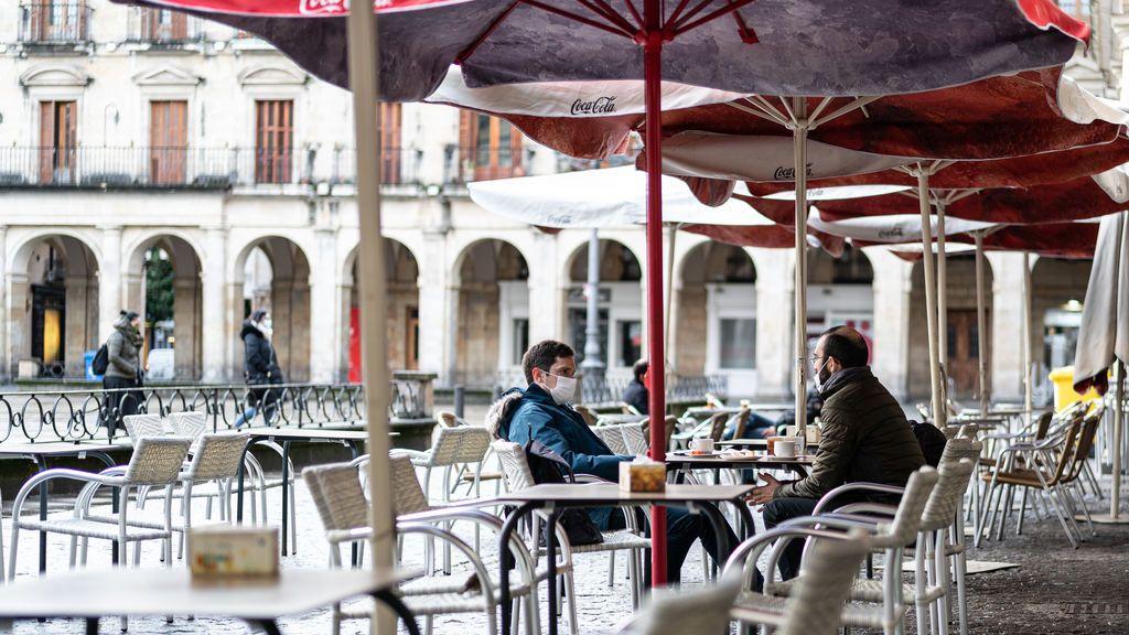El juez que permite abrir bares en Euskadi compara medidas anticovid con la Edad Media