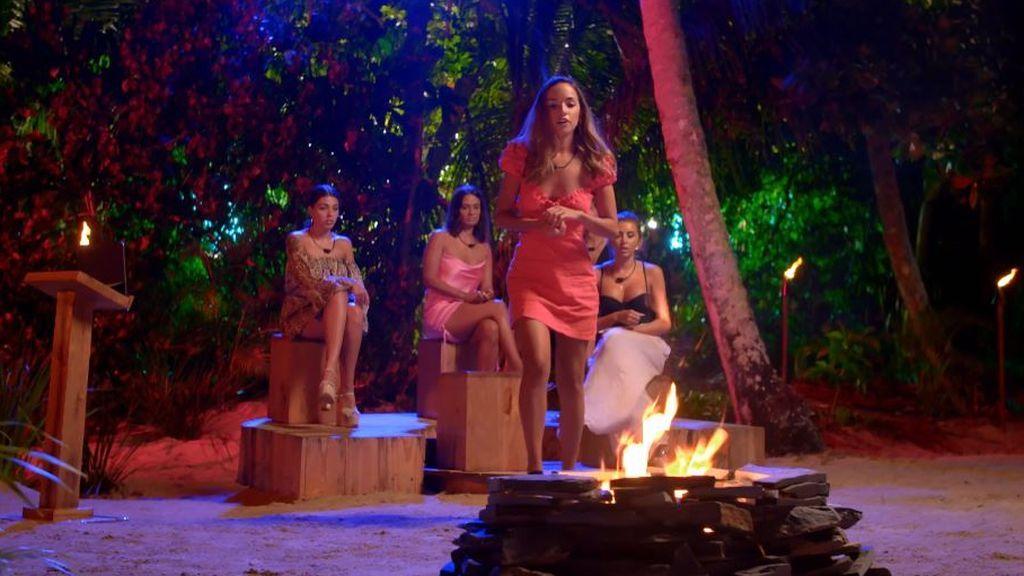 Lucía dispara fuego