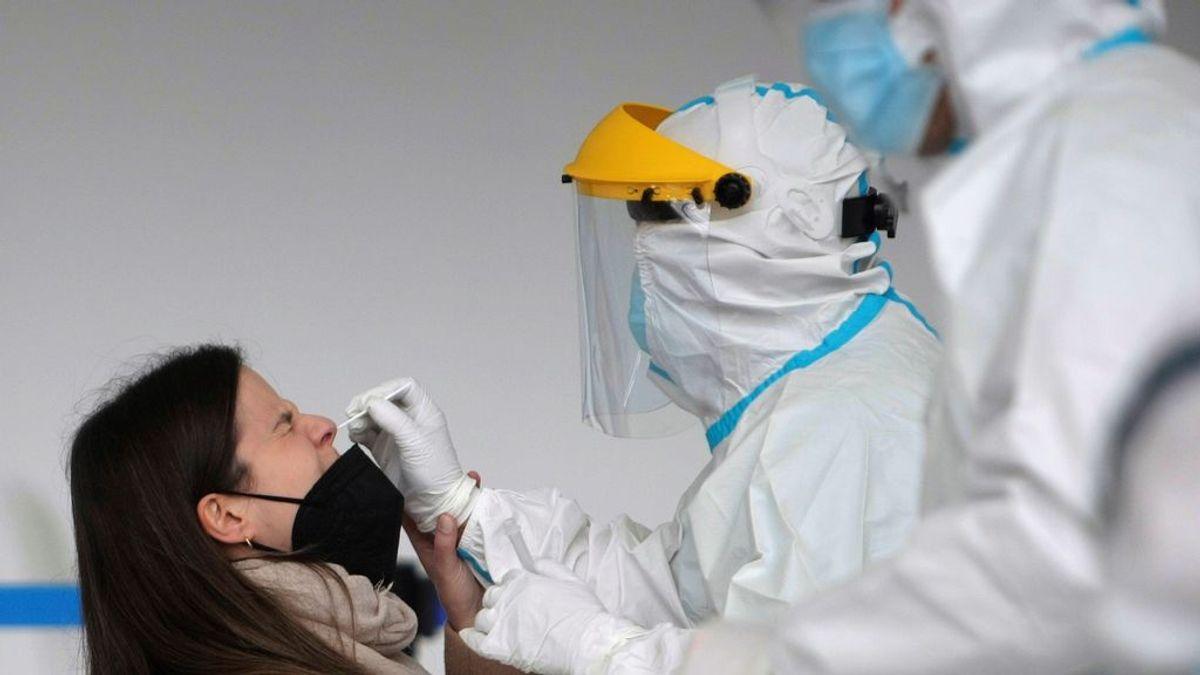 Reino Unido podría estar libre de coronavirus en Navidad, según un epidemiólogo