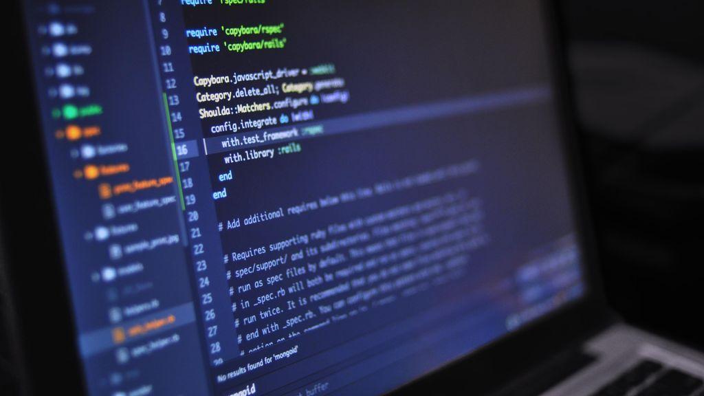 """Fernando Tricas, experto en lenguajes y sistemas informáticos: """"Las empresas aprovechan lo confiados que somos al usar Internet"""""""