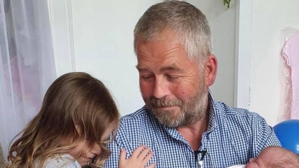 Una joven salva el negocio de su padre gracias a un tuit pidiendo ayuda: recibió una masiva y solidaria respuesta