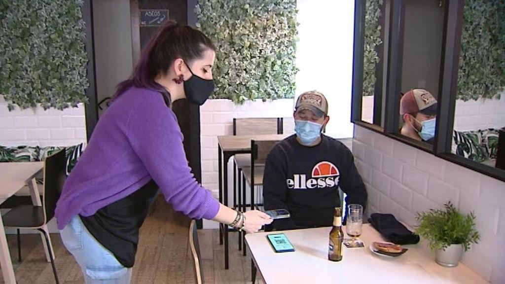 La hostelería reabre en Castilla-La Mancha con código QR