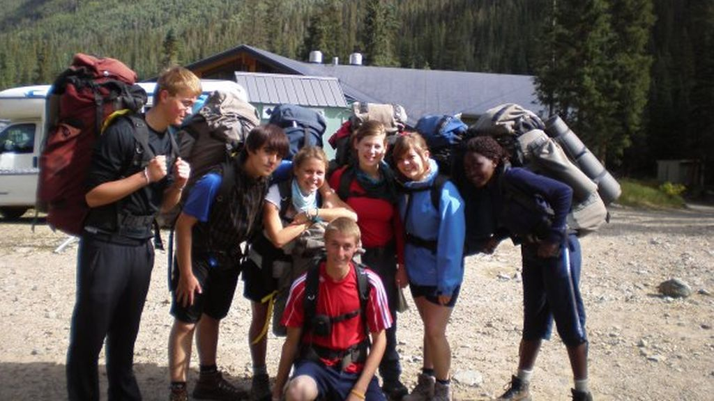 Sara, ex alumna de Colegios del Mundo Unido con sus amigos en EEUU.